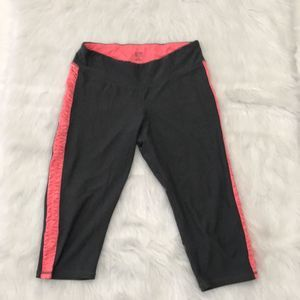CHAMPION SIZE LARGE GRAY AND PINK CAPRI LEGGINGS